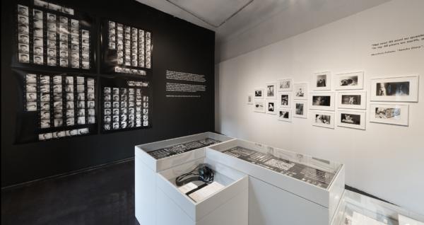"""(Wall) Contact sheets and the series """"Sasuke"""" 1977-78(Vitrine) Contact sheets and Camera Nikon F3"""
